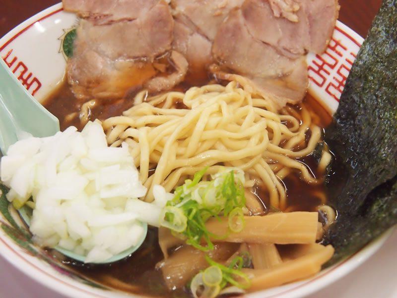 尾道市のラーメン店・丸ぼしの人気メニュー 「超!煮干しラーメン」
